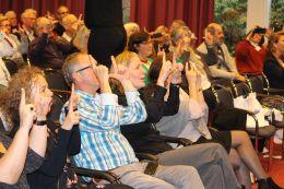 Het publiek doet enthousias mee!