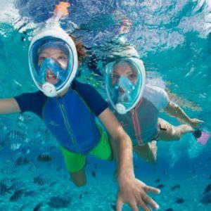 2 kinderen snorkelen