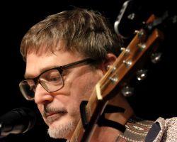 Paul Konings met zijn gitaar