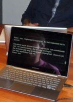 foto van een laptop met schrijftolktekst