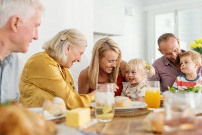 Drie generaties aan het ontbijt